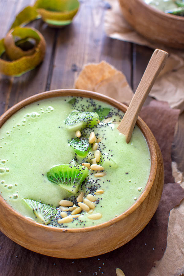 Green Matcha Smoothie Bowl