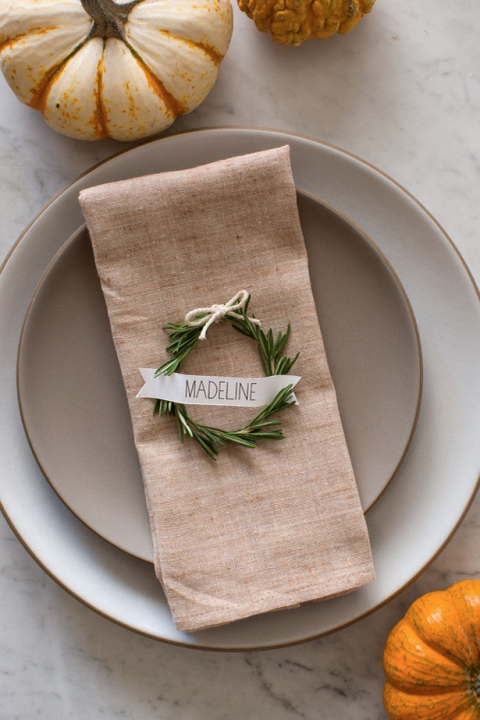 rosemary-wreath-thanksgiving-table-setting